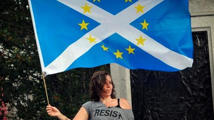 Skóciát tárt karokkal várja az EU