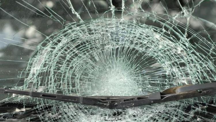 Házfalnak csapódott egy autó Sárándon