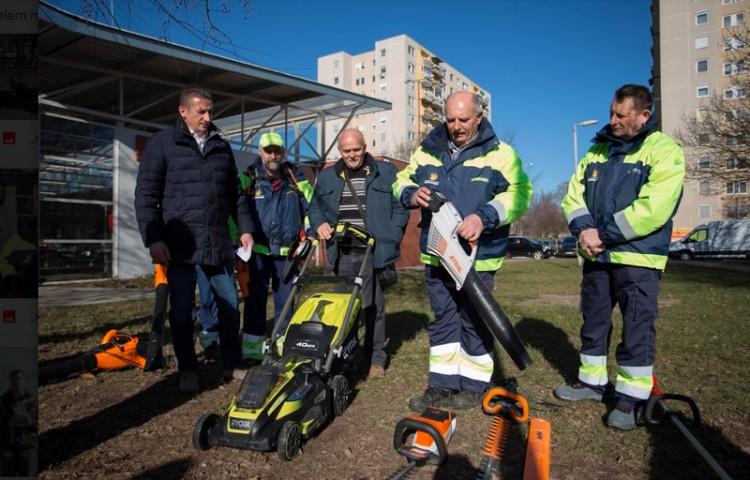 A helyiekkel együtt takarítaná ki az önkormányzat Debrecent