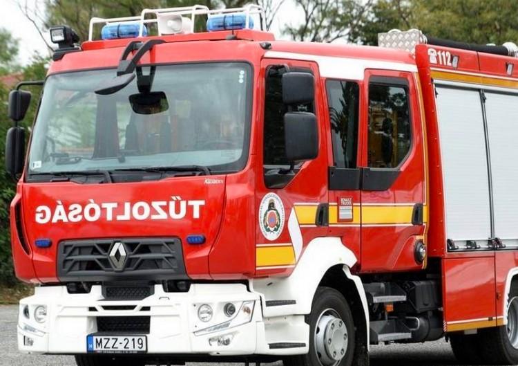 Családi házhoz vonultak a tűzoltók Hajdúdorogon