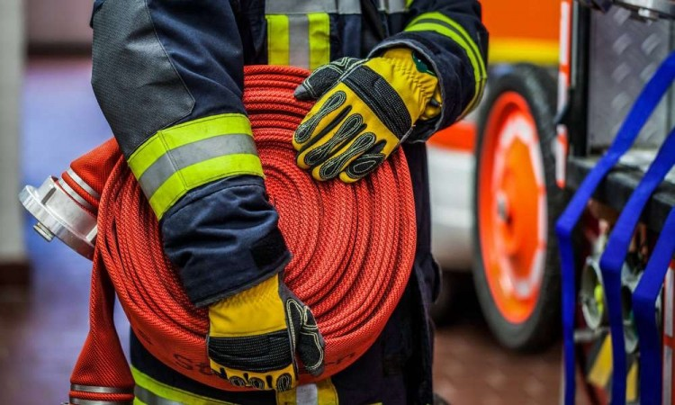 Égő kamionhoz és felborult autóhoz vonultak a hajdú-bihari tűzoltók