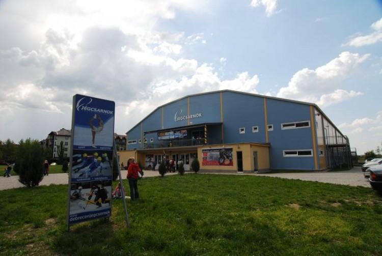 A Debreceni Jégcsarnok is bezár egy időre