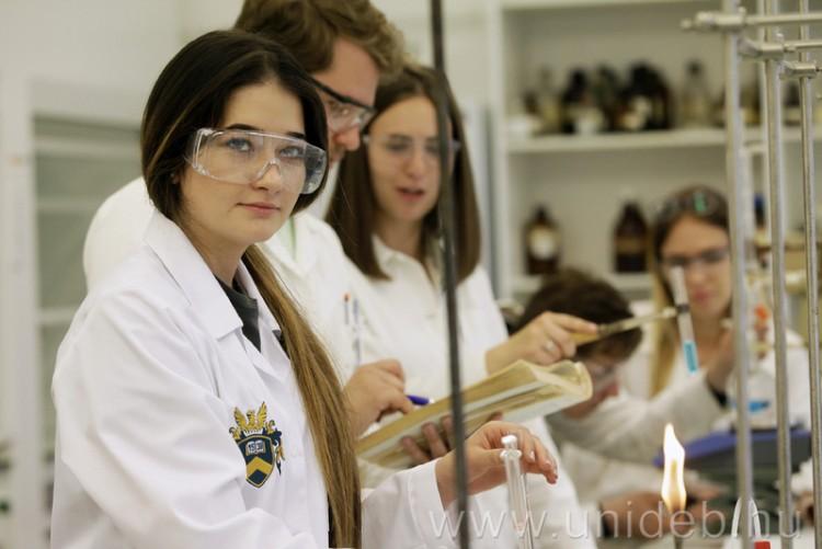 Ötven helyet javított a Debreceni Egyetem