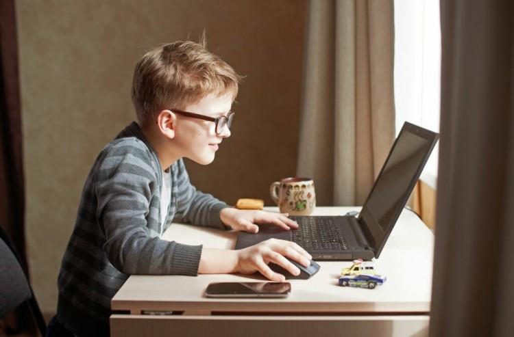 Újabb tananyagok segítik a digitális oktatást