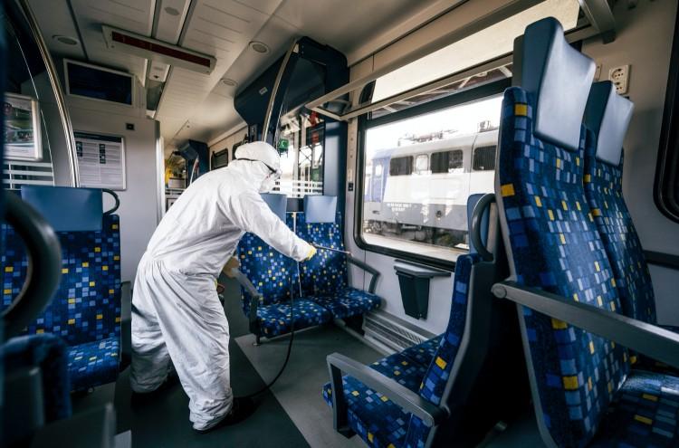 Minden egyes vasúti kocsit fertőtlenít a MÁV