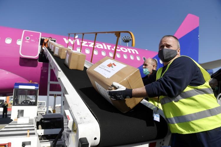 27 tonna segítség érkezett Kínából Magyarországra