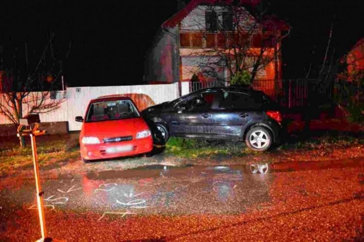 Ittasan tört parkoló autókat Hajdúszoboszlón