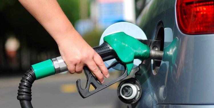 Lélektani határ alá esik a benzin ára