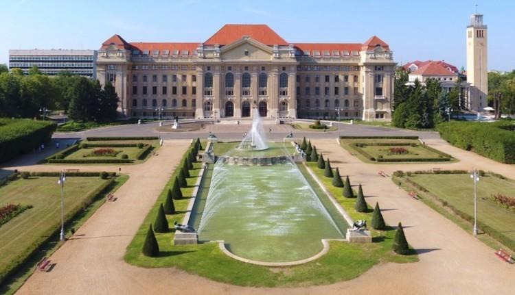 Debrecenben is bezárják az egyetem ajtaját