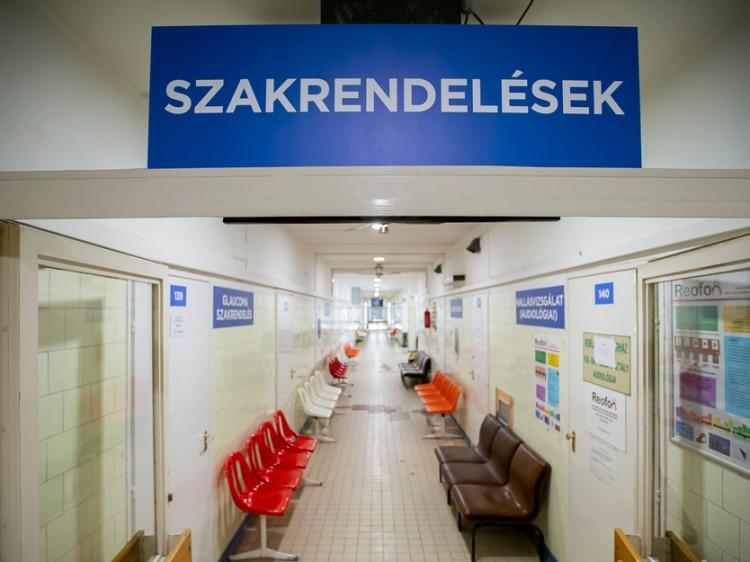 Újraindítják Debrecenben a szakrendeléseket, de másképpen