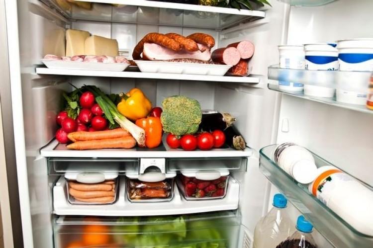 Tele vannak a hűtők, kevesebbet költenek az emberek élelmiszerre
