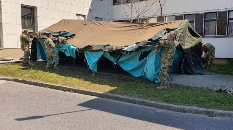 Katonai sátrakban fogadhatja a betegeket a debreceni kórház