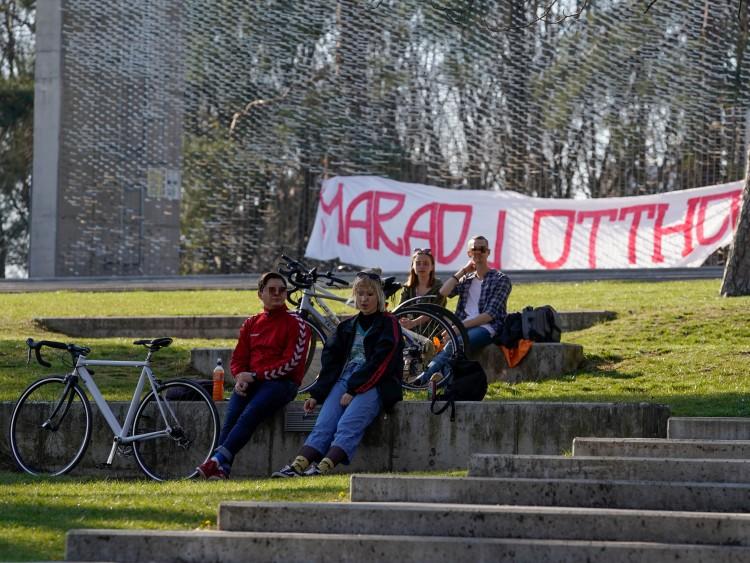 Így élvezték a napfényt Debrecen legszebb parkjában