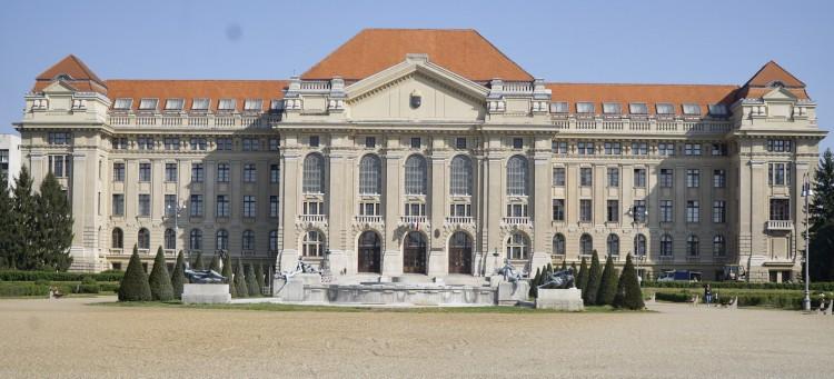 A Debreceni Egyetemen már lehet kérni a diplomák kiadását