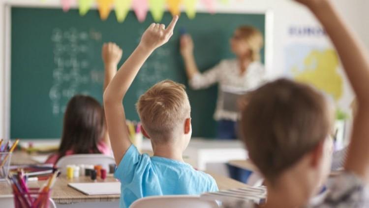 Romániában júniusban nyithatnak újra az iskolák