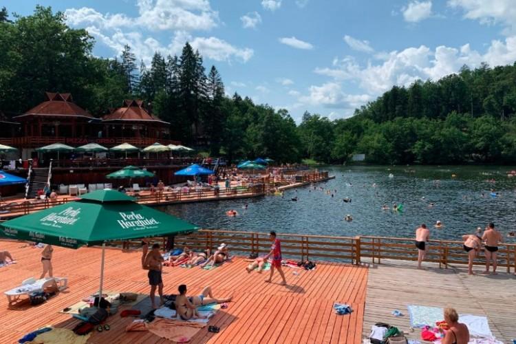 """A Medve-tó """"szendvicséről"""". Sok borsodi lubickolt benne..."""