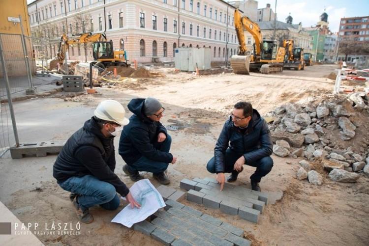 A nőkre külön figyelnek a debreceni belvárosi tér átépítésekor