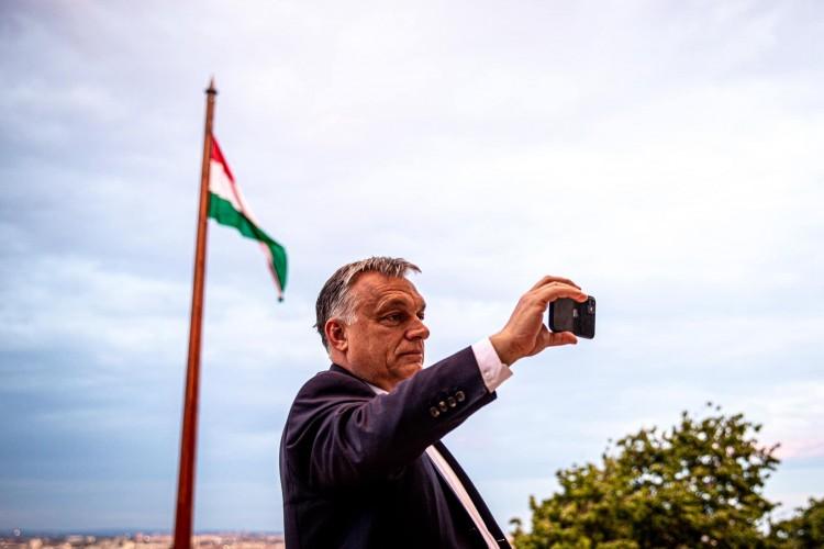 Orbán Viktor: A második hullám nem érhet úgy, mint az első