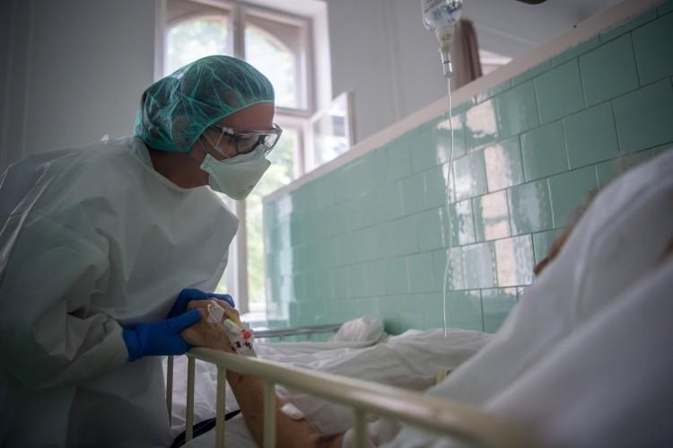 Koronavírus: 28 új fertőzött, 4 halott