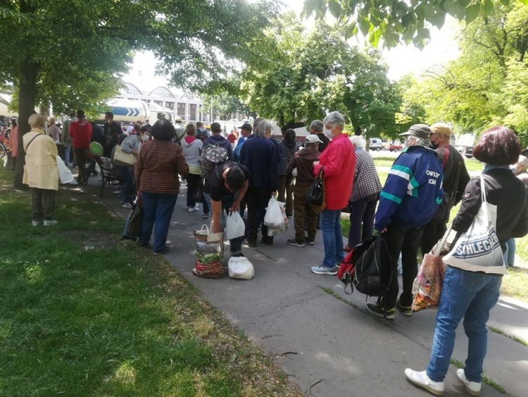 Kétszázötvenen álltak sorba ételért Debrecenben