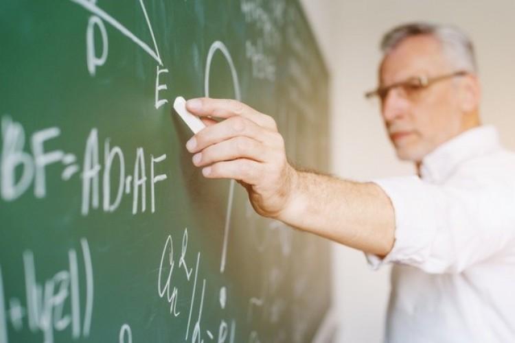 A tanárok biztonsága érdekében törvényt módosíthatnak