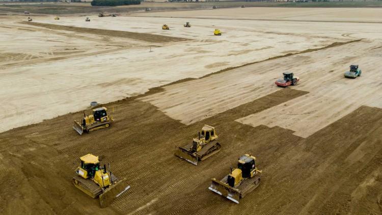 Elhalasztja a BMW a debreceni gyár megépítését