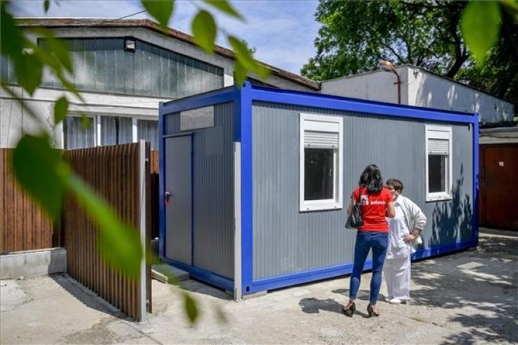 Elkülönítik a koronavírus-gyanús hajléktalanokat Debrecenben