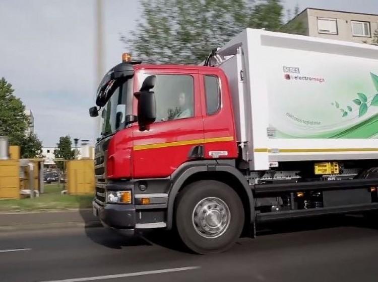 Elektromos kukásautókat vettek Debrecenben