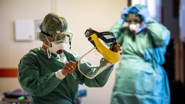 A fertőzöttek 13 százaléka egészségügyi dolgozó
