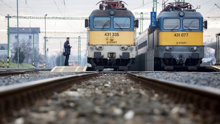 Felülvizsgálja a MÁV a 12 órás mozdonyvezetői műszakokat