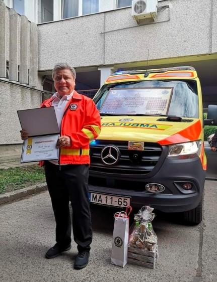 Negyvennégy év szolgálat után ment nyugdíjba a debreceni mentő