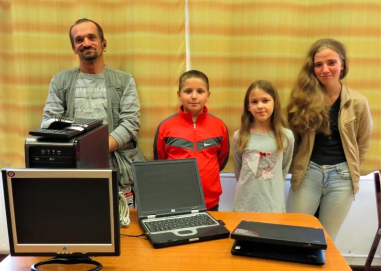 Számítógépeket és laptopokat kaptak nádudvari diákok