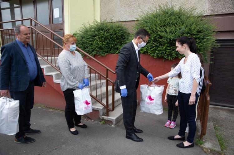 Több segélyt adnak Debrecenben, és többen is igényelhetik!