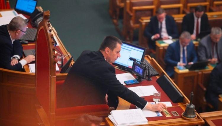 Leváltja a Jobbik Sneider Tamást