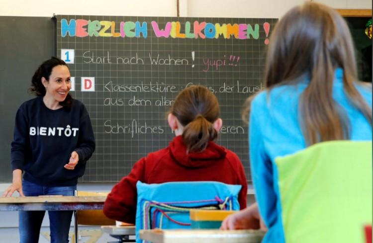 Svájcban kinyitottak az iskolák, újraindul az élet