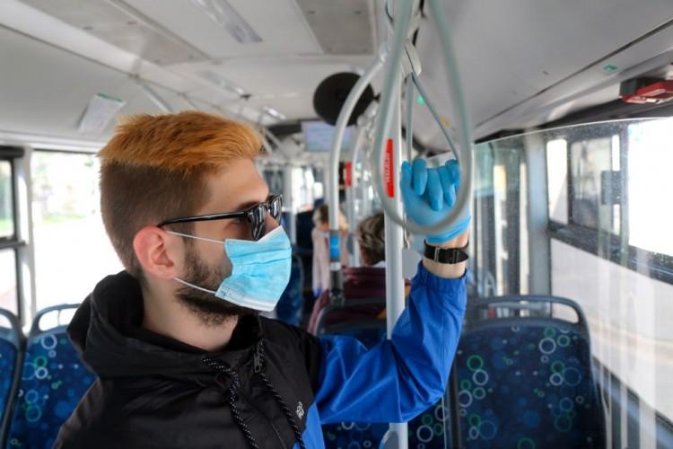 Hétfőtől kötelező a szájmaszk a Volánbuszokon