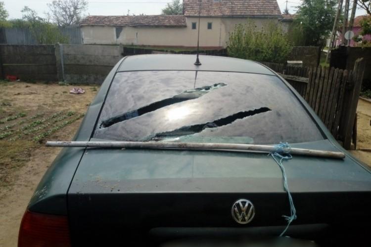 Megütötte feleségét és megrongált egy autót Újlétán