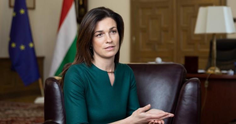 Varga Judit közölte, mikor szűnhet meg a veszélyhelyzet