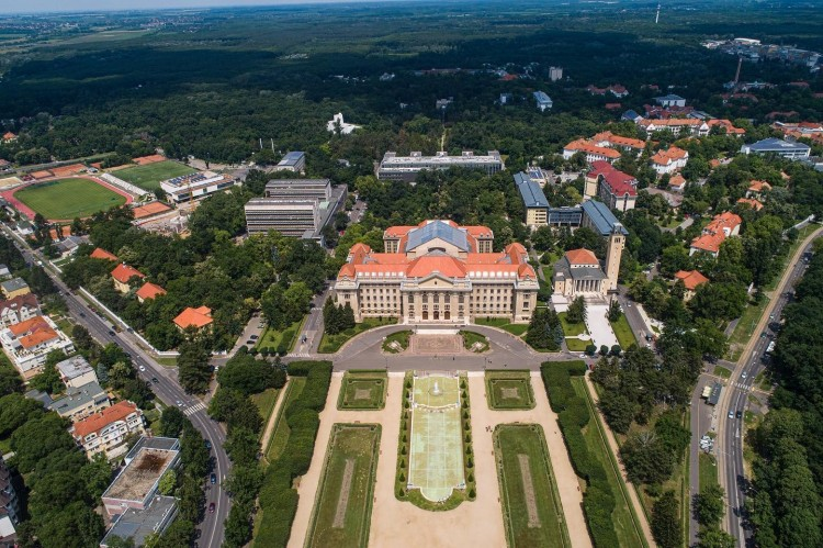 A Debreceni Egyetem főépülete is megújul 2023-ig
