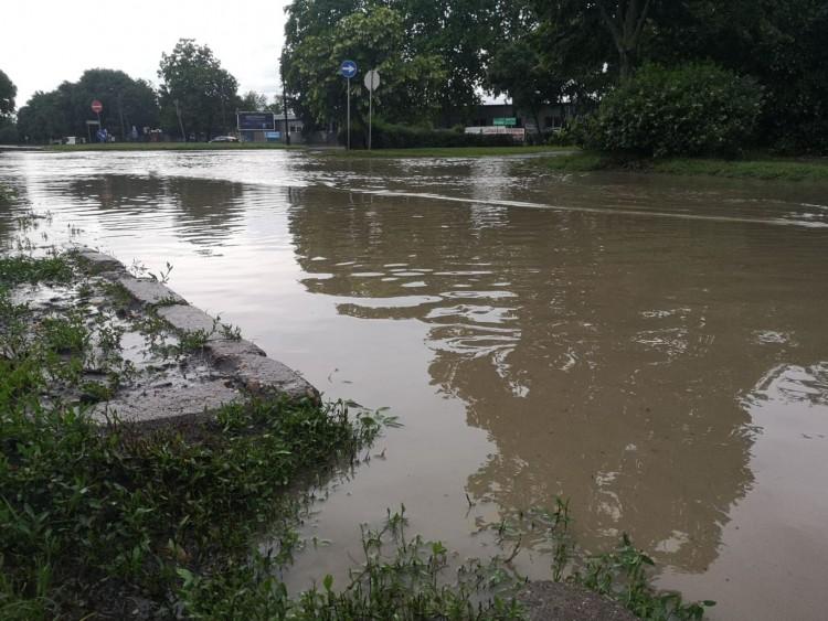 Felhőszakadás Debrecenben: volt, ahol 160 centiméter magasan állt a víz