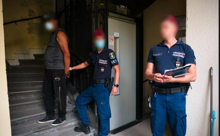 Bűnbandát számoltak fel a rendőrök. Hiánycik lehet a könnyűdrog