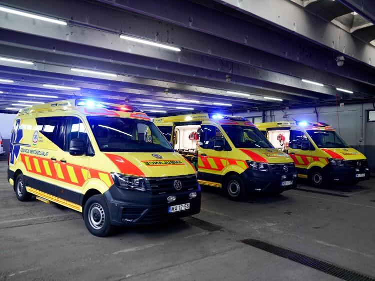 Három új járművet kaptak a debreceni mentők