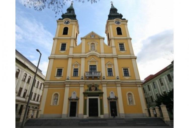 Újra kötelező a katolikus híveknek a vasárnapi szentmise