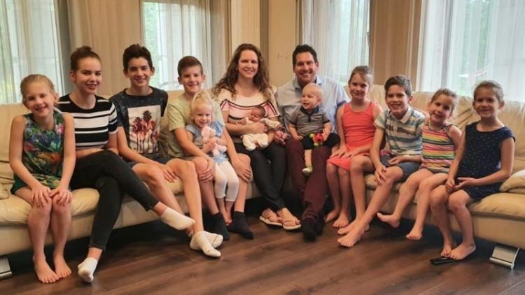 Megszületett a tizenegyedik gyerek a szegedi Joób családban