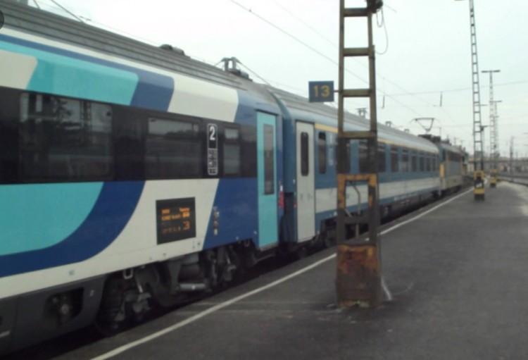 Sokat késnek a vonatok: akadt egy kis gond Debrecennél