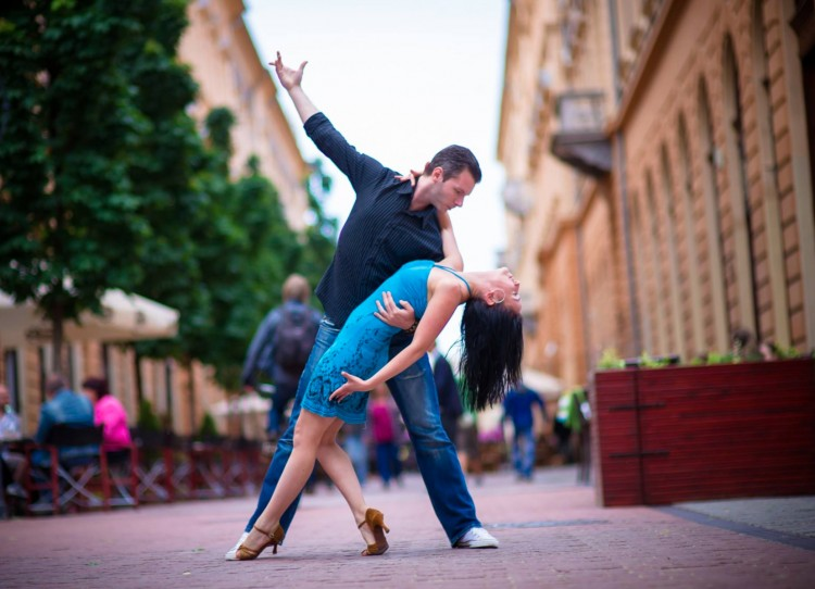 Zene, tánc, zumba és vásár is lesz a debreceni belvárosban