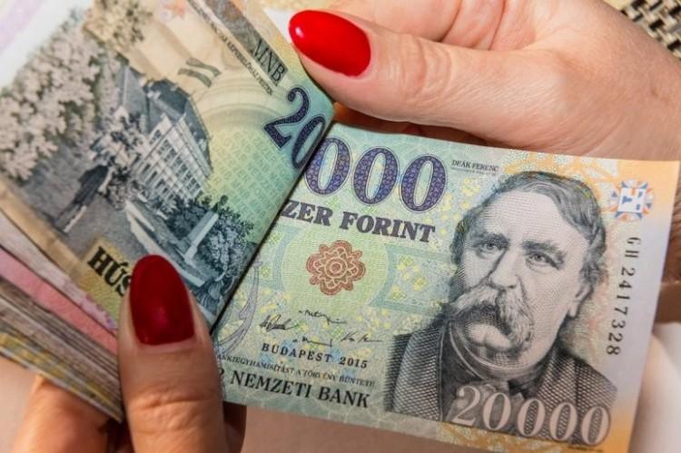 Rétvári: egyre több magyarnak van félretett pénze