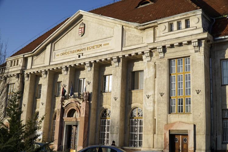 Megmarad a kórházi látogatási tilalom Debrecenben