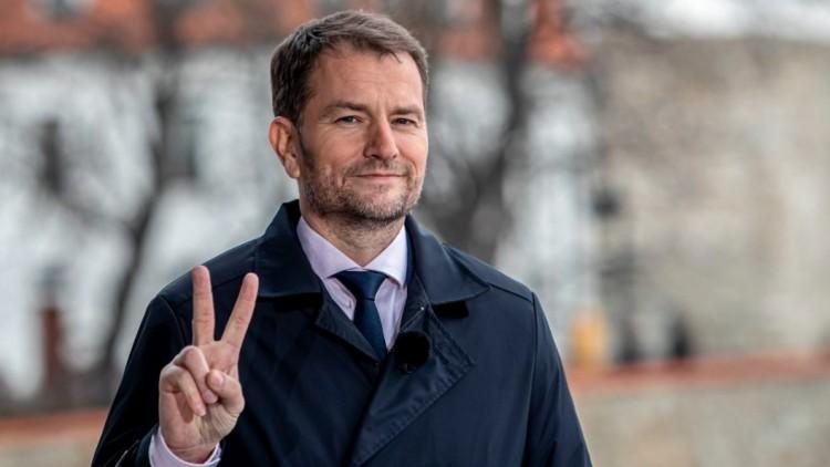 Bocsánatot kért a magyarokat ért igazságtalanságok miatt a szlovák kormányfő