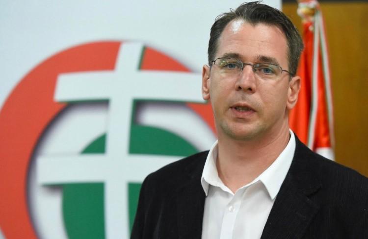 Kilép a Jobbikból Mirkóczki Ádám, Eger polgármestere